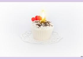 """Свеча """"пирожное"""" ручной работы LOVE IS, d8 h6 смTM Aromatte"""