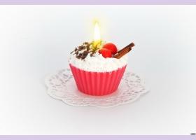 """Свеча """"пирожное"""" ручной работы CHERRY, d8 h6 смTM Aromatte"""