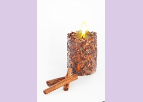 Свеча-эко ручной работы SUCCESS с дробленной корицей и эфирным маслом корицы, d6-7 h9-10 см, круглая TM Aromatte